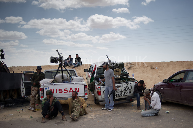 © Remi OCHLIK/IP3 -   Benghazi March 22, 2011 - Opposition fighters hold their position at 9 kilometers from Adjabyia still occupied by the loyalist forces