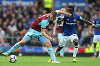 Chris Wood of Burnley and Idrissa Gueye of Everton during the Premier League match between Everton and Burnley at Goodison Park on October 1st 2017 in Liverpool, England. <br /> Calcio Everton - Burnley Premier League <br /> Foto Phcimages/Panoramic/insidefoto
