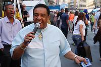 2012.08.10 - CAMPANHA ELEITORAL - JOSE SERRA - O candidato a prefeitura de São Paulo Jose Serra visita na tarde desta sexta-feira(10), a Rua 25 de Março na região central de São Paulo.(Fotos: Amauri Nehn/Brazil Photo Press)