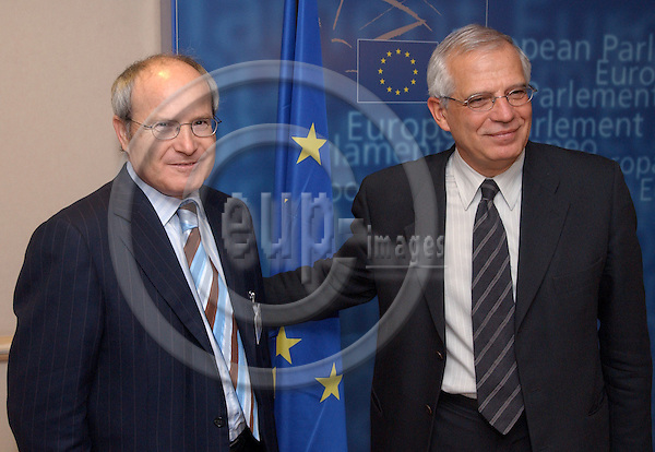 Brussels-Belgium - November 24, 2004---Jose (Jos?) MONTILLA (le), Spanish Minister for Industry, Commerce and Tourism, meets with Josep BORRELL (ri), President of the European Parliament; at the office of the President in the EP in Brussels---Photo: Horst Wagner/eup-images