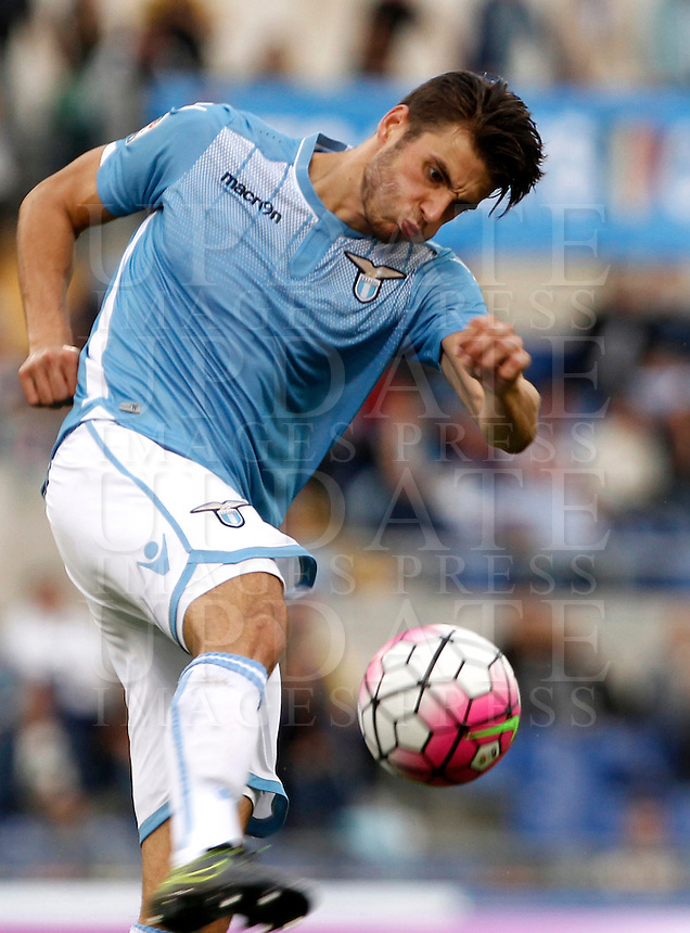 Calcio, Serie A: Lazio vs Frosinone. Roma, stadio Olimpico, 4 ottobre 2015.<br /> Lazio&rsquo;s Wesley Hoedt kicks the ball during the Italian Serie A football match between Lazio and Frosinone at Rome's Olympic stadium, 4 October 2015.<br /> UPDATE IMAGES PRESS/Isabella Bonotto