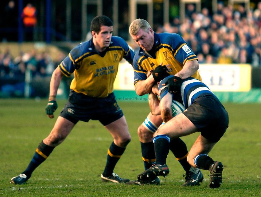 Photo: Richard Lane..Bath Rugby v Leinster. Heineken Cup. 08/01/2005..Victor Costello attacks.