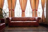 Masonic Temple of Detroit   sofa e tendaggi in sala riunioni