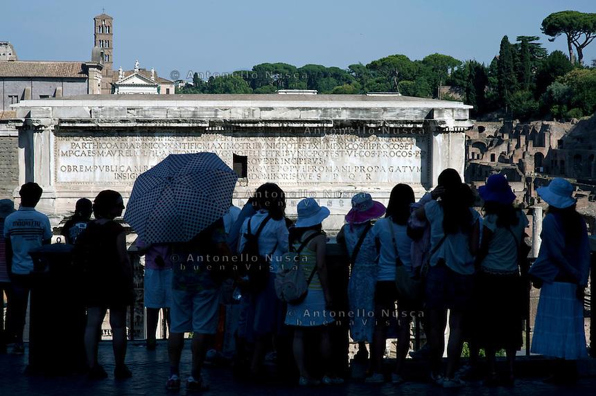 Rome continue to be one of the most visited city in the world..Roma continua ad essere una delle città più visitata al mondo.Tourists at the Roman Forum