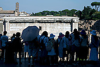 Rome continue to be one of the most visited city in the world..Roma continua ad essere una delle città più visitata al mondo.Tourists at the Roman Forum