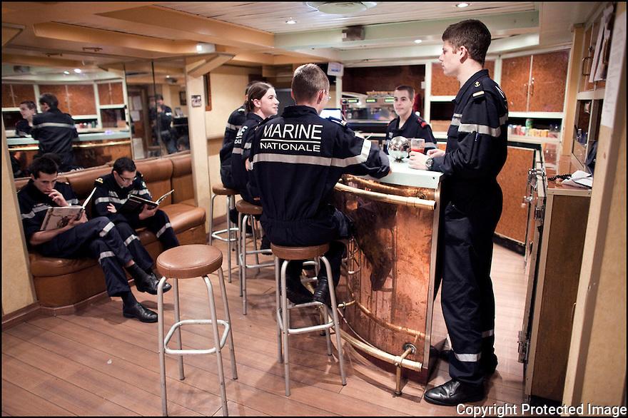 2009 / Officier &eacute;l&egrave;ve.<br /> Le fumoir.