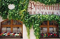 DEU, Deutschland, Bayern, Oberbayern, Muenchen: Fassade der ehemaligen Hopfpfisterei (Restaurant) | DEU, Germany, Bavaria, Upper Bavaria, Munich: Facade of former Hopfpfisterei (today a restaurant)