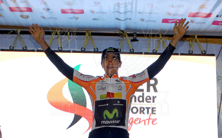 COLOMBIA. 16-08-2014. Darwin Angarita ciclista lider de las metas volantes después de la contrarreloj individual nocturna de 17.5 Km en la penúltima etapa de la Vuelta a Colombia 2014 en bicicleta que se cumple entre el 6 y el 17 de agosto de 2014. / Darwin Angarita cyclist leader of the sprints after of the night individual time trial of 17.5 Km in the penultimate stage of the Tour of Colombia 2014 in bike holds between 6 and 17 of August 2014. Photo:  VizzorImage/ José Miguel Palencia / Str