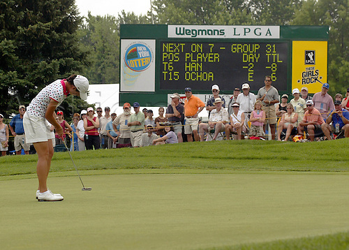 24 June 2006:  Lorena Ochao putting on the 7th green during the final round of the Wegmans LPGA at Locust Hill Country Club in Rochester, NY. Photo: Jerome Davis/actionplus..060624 ladies woman womens putt