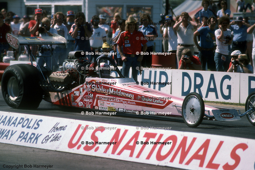 INDIANAPOLIS, INDIANA: Shirley Muldowney drives in the 1976 NHRA US Nationals drag race, Indianapolis Raceway Park, Indianapolis, Indiana, USA