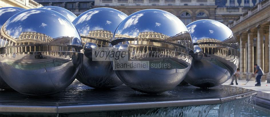 Europe/France/Ile-de-France/Paris: Jardins du Palais Royal - Fontaines sculptées par Pol Bury