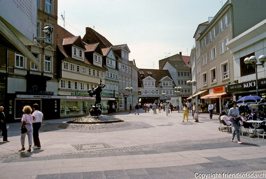 Braunschweig: Plaza with surrounding shops. Statue in center. Photo '87.