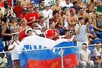 RAVENNA, ITALIA, 08 DE SETEMBRO DE 2011 - COPA DO MUNDO DE BEACH SOCCER - Torcedores da Russia comemoram vitoria da selecao contra o México por 5 a 3 em de partida por jogo valido pelas quarta-de-finais da Copa do Mundo de Beach Soccer, no Estadio Del Mare em Ravenna da Italia nesta quinta-feira (8). (FOTO: WILLIAM VOLCOV - NEWS FREE).