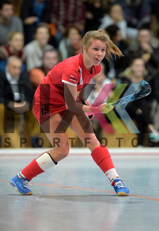 GER - Mannheim, Germany, December 05: During the 1. Bundesliga Sued Damen indoor hockey match between Mannheimer HC (white) and TSV Mannheim (red) on December 5, 2015 at Irma-Roechling-Halle in Mannheim, Germany. Final score 7-1 (HT 5-0).  Antje Rink #19 of TSV Mannheim<br /> <br /> Foto &copy; PIX-Sportfotos *** Foto ist honorarpflichtig! *** Auf Anfrage in hoeherer Qualitaet/Aufloesung. Belegexemplar erbeten. Veroeffentlichung ausschliesslich fuer journalistisch-publizistische Zwecke. For editorial use only.