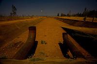 Jequitai_MG, 20 de Setembro de 2007.<br /> <br /> Projeto Beira de Estrada<br /> <br /> Rota Norte e Noroeste de Minas <br /> <br /> Na foto, projeto de irrigacao abandonado na estrada que liga Francisco Dumont a BR 135.<br /> <br /> Foto: LEO DRUMOND / NITRO