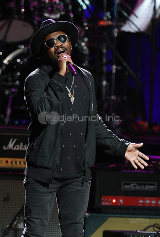 NEW YORK, NY - March 9 : Anthony Hamilton Performs on stage at 'Love Rocks NYC! A Change is Gonna Come: Celebrating Songs of Peace, Love and Hope' A Benefit Concert for God's Love We Deliver at Beacon Theatre on March 9, 2017 in New York City. @John Palmer / Media Punch
