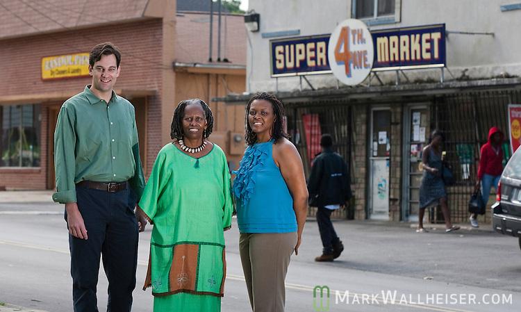 Lance Gravlee, Miaisha Mitchell and Melvena Wilson in the Frenchtown neighborhood of Tallahassee, Florida May 11, 2010.