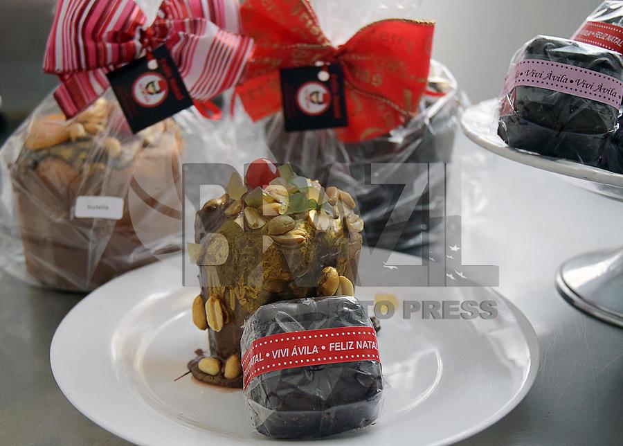 """CAMPINAS,SP - 30.11.2015 - MUDANÇA-VIDA - Vivi Ávila, produz bolos tipo """"cupcakes"""" em sua residência, após pedir demissão do cargo de Executiva em uma multinacional. (Foto: Eduardo Carmim/Brazil Photo Press)"""