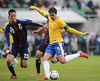 FUSSBALL   INTERNATIONAL   Testspiel    Japan - Brasilien          16.10.2012 KAKA (Brasilien) erzielt hier gegen Maya YOSHIDA (Japan) das Tor zum 0-4 .
