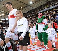 FUSSBALL   1. BUNDESLIGA  SAISON 2012/2013   9. Spieltag   VfB Stuttgart - Eintracht Frankfurt      28.10.2012 William Kvist (li, VfB Stuttgart) und  VfB Maskottchen Fritzle mit Einlaufkindern
