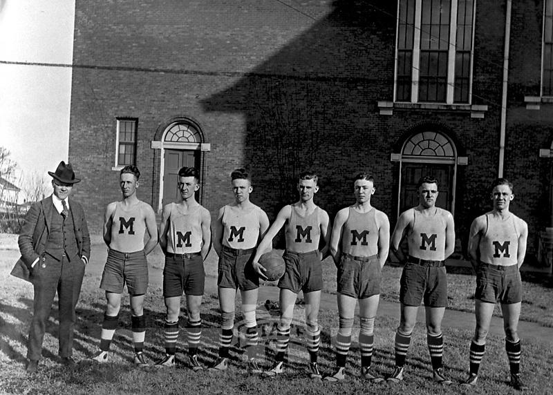 Basketball Team <br /> (&copy; Mississippi State University)