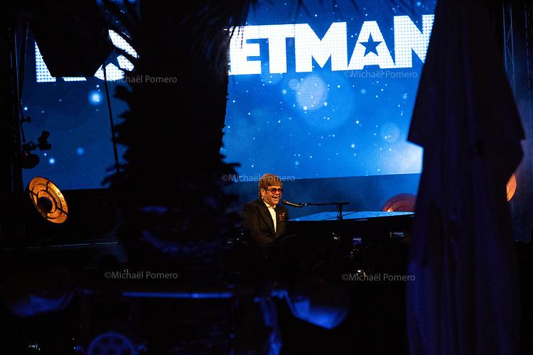 """16 Mai 2019 <br /> <br /> Elton John et Taron Egerton en concert sur la plage du Carlton pour la présentation de son film """" Rocketman """" <br /> Elton John and Taron Egerton in concert at the Carlton beach for the presentation of his movie """" Rocketman """"."""