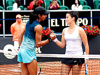 BOGOTÁ-COLOMBIA, 13-04-2019: Astra Sharma (AUS), Lara Arruabarrena (ESP), es felicitada por Lara Arruabarrena (ESP), después de partido por el Claro Colsanitas WTA, que se realiza en el Carmel Club en la ciudad de Bogotá. / Astra Sharma (AUS), is congratulated by Laura Arrubarrena (SPA), after their match for the WTA Claro Colsanitas, which takes place at Carmel Club in Bogota city. / Photo: VizzorImage / Luis Ramírez / Staff.