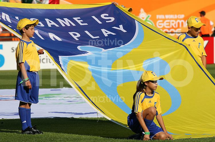 Fussball WM 2006  Gruppenspiel  Vorrunde 1  Gruppe D Mexiko 3-1 Iran Kinder mit FIFA Fair Playfahne