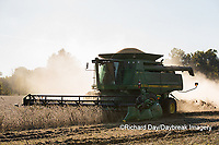 63801-07310 Soybean harvest with John Deere combine in Marion Co. IL