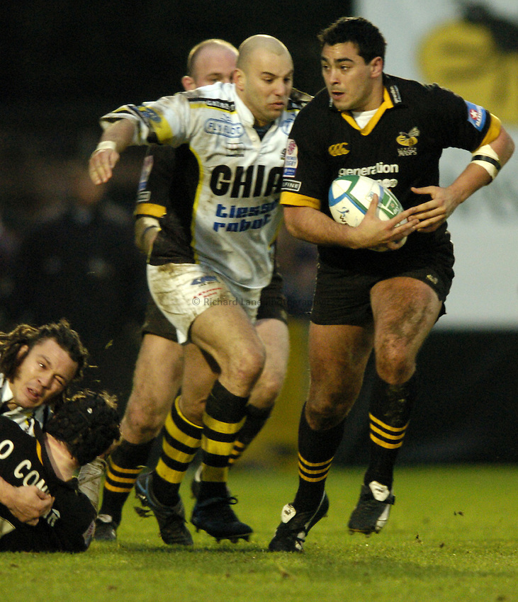 Photo: Richard Lane..London Wasps v Calvisano. Heinenken Cup. 25/01/2004..Ben Gotting attacks.