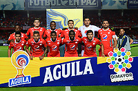 CALI - COLOMBIA, 14-11-2019: Jugadores del América posan para una foto previo al partido por la fecha 2, cuadrangulares semifinales, de la Liga Águila II 2019 entre América de Cali y Alianza Petrolera jugado en el estadio Pascual Guerrero de la ciudad de Cali. / Players of America pose to a photo prior match for the date 2, quadrangular semifinals, as part of Aguila League II 2019 between America de Cali and Alianza Petrolera played at Pascual Guerrero stadium in Cali. Photo: VizzorImage / Nelson Rios / Cont