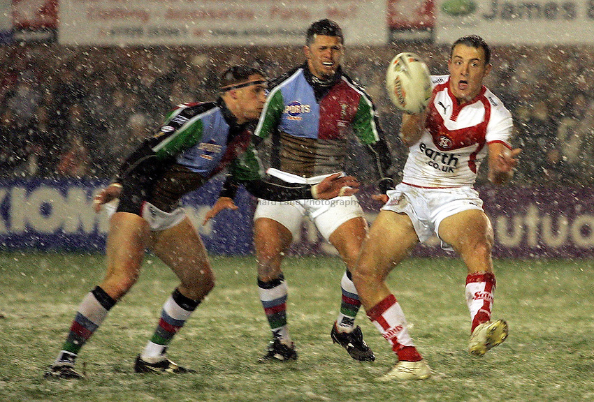 Photo: Paul Thomas..St Helens v Harlequins RL. Engage Super League 2007. 09/02/2007...Jame Roby (R) of Ste Helens has this pass caught by Harlequin Danny Orr who runs it in for a try.