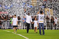 RIO DE JANEIRO, RJ, 07 DE JUlHO 2012 - CAMPEONATO BRASILEIRO - APRESENTAÇÃO DO HOLANDÊS SEEDORF - O meia holandês Seedorf, nova contratação do Botafogo, durante apresentação para a torcida, antes da partida contra o Bahia, pelo Campeonato Brasileiro, no Stadium Rio (Engenhao), na cidade do Rio de Janeiro, neste sabado, 07. FOTO BRUNO TURANO  BRAZIL PHOTO PRESS