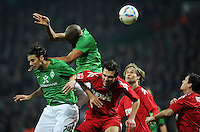FUSSBALL   1. BUNDESLIGA   SAISON 2011/2012    12. SPIELTAG SV Werder Bremen - 1. FC Koeln                              05.11.2011 Claudio PIZARRO (li) und NALDO (2. v.l., beide Bremen) gegen Henrique SERENO, Martin LANIG und Sascha RIETHER (v.l., alle Koeln)