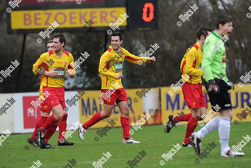2011-02-13 / Voetbal / seizoen 2010-2011 / Bornem - Temse / Stijn de Wilde scoorde de 1-0..Foto: mpics