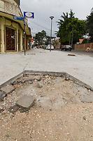 CURITIBA, PR, 15 DE JANEIRO DE 2013 - CALCADA DE GRANITO - O prefeito de Curitiba, Gustavo Fruet (PDT), suspendeu, por tempo, indeterminado a revitalização da Avenida Bispo Dom Jose, no Batel, regiao nobre de Curitiba. O motivo foi a polemica instalacao de calcadas de granito, cujo metro quadrado tem valor ate seis vezes maior do que o paver.  (FOTO: ROBERTO DZIURA JR./ BRAZIL PHOTO PRESS)