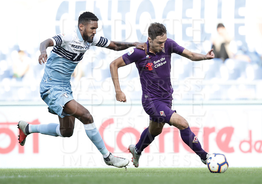 Football, Serie A: S.S. Lazio - Fiorentina, Olympic stadium, Rome, 7 ottobre 2018. <br /> Lazio's Fortuna Wallace (l) in action with Fiorentina's Federico Chiesa (r) during the Italian Serie A football match between S.S. Lazio and Fiorentina at Rome's Olympic stadium, Rome on October 7, 2018.<br /> UPDATE IMAGES PRESS/Isabella Bonotto