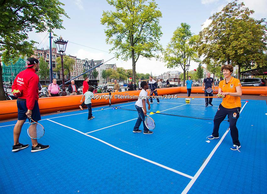 September 11, 2014, Netherlands, Amsterdam, Ziggo Dome, Davis Cup Netherlands-Croatia, Draw, Street tennis with Jan Siemerink(NED)<br /> Photo: Tennisimages/Henk Koster