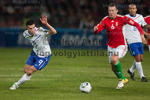 Hungary's Akos Elek (R) and Nederland's Robin van Persie (L) fights for the ball during a European Championships preliminaray game in Budapest, Hungary on March 25, 2011. ATTILA VOLGYI