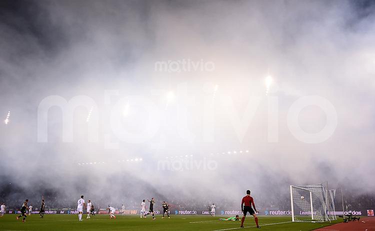 FUSSBALL   INTERNATIONAL   UEFA EUROPA LEAGUE   SAISON 2014/2015 FC Zuerich - VfL Borussia Moenchengladbach    02.10.2014 Tor zum 1-1 Ausgleich dutch Havard Nordtveit (2.v.li, Borussia Moenchengladbach) im Nebel im Letzigrund Stadion