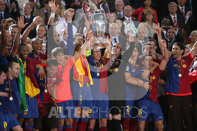 FC Barcelona's players celebrate the victory in the UEFA Champiosn League Final match in Roma.May 27 2009. (ALTERPHOTOS/Acero).