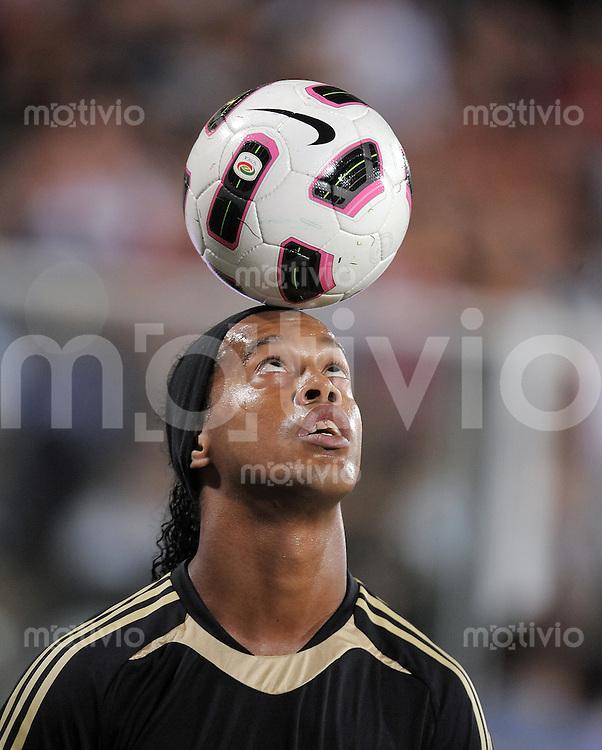 FUSSBALL INTERNATIONAL   SERIE A   SAISON 2010/2011    A.C. Cesena - AC Mailand     11.09.2010 Ronaldinho (AC Mailand)