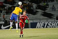 ATENÇÃO EDITOR: FOTO EMBARGADA PARA VEÍCULOS INTERNACIONAIS - RECIFE,PE,10 SETEMBRO 2012 - AMISTOSO SELEÇÃO BRASILEIRA - BRASIL X CHINA -jogador do Brasil duarnte partida Brasil x China no Estádio José do Rego Maciel  (Arruda) em Recife na noite desta segunda feira (10).(FOTO ALE VIANNA - BRAZIL PHOTO PRESS).