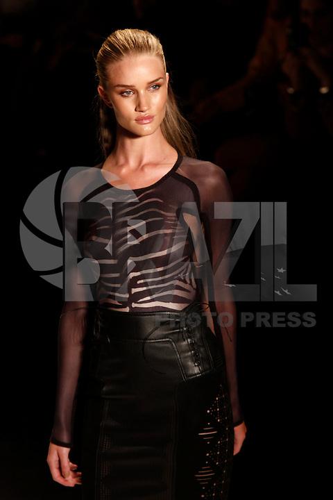 SAO PAULO, 11 DE JUNHO DE 2012. SAO PAULO FASHION WEEK VERAO 2013.  A marca Animale apresenta a coleção verão 2013 durante a São Paulo Fashion Week na Bienal. FOTO: ADRIANA SPACA - BRAZIL PHOTO PRESS