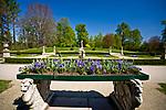 Łańcut, 2009-04-25. Ogród w parku krajobrazowym przy Zamku Lubomirskich i Potockich w Łańcucie