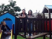 Nella foto la bambina Neyda (4 anni) e la Mamma Ena Pietrangelo. <br /> Pescara, dramma famigliare, padre si da fuoco, in auto, insieme alla sua bambina di 4 anni e la moglie sopravvissuta, 27 Aprile, 2014. Photo: Adamo Di Loreto/BuenaVista*photo