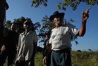 GUerrilha do Araguaia.Após quase 40 anos o ministério da defesa com o exército acompanhados com técnicos forenses, polícia federal e parentes de desaparecidos durante a guerrilha do Araguaia fazem uma série de 5 encontros na região do conflito para tentar localizar corpos de desaparecidos. Entre os dez locais selecionados pelo exército, queserão pesquisados no decorrer deste ano os peritos verificam área conhecida na região como Tabocão.13/08/2009Foto Paulo SantosBrejo Grande, Pará, Brasil
