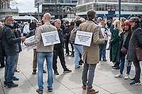 """Am Samstag den 16. Mai 2020 demonstrierten in Berlin an mehreren Orten mehrere hundert Menschen mit sog. """"Hygiene-Demonstrationen"""" gegen die Einschraenkungen zur Eindaemmung der Covid-19-Pandemie. An diesen """"Hygiene-Demonstrationen"""" nahmen vor allem Verschwoerungsanhaenger aber auch Hooligans, Neonazis und andere Rechte teil.<br /> Im Bild: Impfgegner und Gegner der Corona-Beschraenkung auf dem Alexanderplatz.<br /> 16.5.2020, Berlin<br /> Copyright: Christian-Ditsch.de<br /> [NUR FUER REDAKTIONELLE ZWECKE! Werbung nur auf Anfrage beim Fotografen. Inhaltsveraendernde Manipulation des Fotos nur nach ausdruecklicher Genehmigung des Fotografen. Vereinbarungen ueber Abtretung von Persoenlichkeitsrechten/Model Release der abgebildeten Person/Personen liegen nicht vor. NO MODEL RELEASE! Don't publish without copyright Christian-Ditsch.de, Veroeffentlichung nur mit Fotografennennung, sowie gegen Honorar, MwSt. und Beleg. Konto: I N G - D i B a, IBAN DE58500105175400192269, BIC INGDDEFFXXX, Kontakt: post@christian-ditsch.de<br /> Bei der Bearbeitung der Dateiinformationen darf die Urheberkennzeichnung in den EXIF- und  IPTC-Daten nicht entfernt werden, diese sind in digitalen Medien nach §95c UrhG rechtlich geschuetzt. Der Urhebervermerk wird gemaess §13 UrhG verlangt.]"""