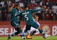 SAO PAULO SP, 05 Junho 2013 -  SAO PAULO X GOIAS -   Lance   com Luis Fabiano durante partida válida pela quarta rodada do campeonato brasileiro de 2013 no Estádio do Morumbi em São Paulo, nesta quarta , 06. (FOTO: ALAN MORICI / BRAZIL PHOTO PRESS).