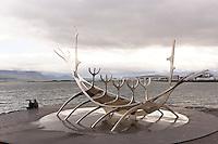 Skulptur Sonnenfahrt von Jon Gunnar Arnason in Reykjavik, Sculpture Sun Voyager from Jon Gunnar Arnason in Reykjavik, Sun Voyager is a dreamboat, an ode to the sun, Island, Iceland